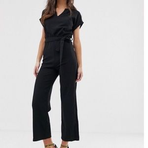 Boohoo basic tailored wide-leg jumpsuit NWOT